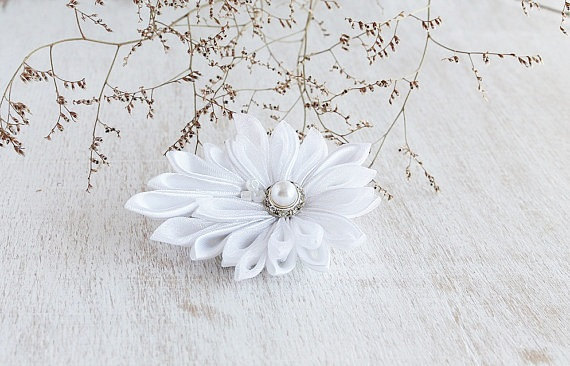Mariage - White Wedding Flower, Kanzashi Hair Clip, Bridal Hair Flower, Boho Hair Piece, Bridesmaid Flower, White Hair Clip, Flower Girl Flower