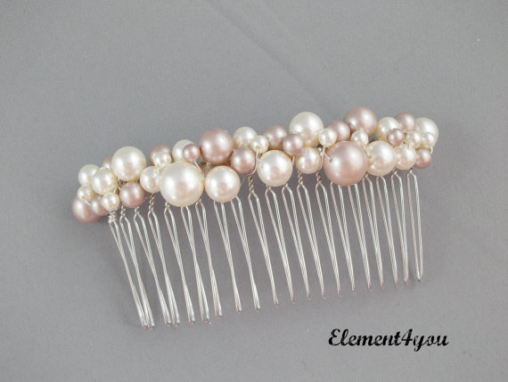 Wedding - Ivory pearl comb. Hair comb. Bridal hair accessories. Light champagne pearls. Bridesmaid hair comb. Wedding hair do. Veil attachment. Bride