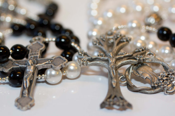 Свадьба - Personalized Bride & Groom or His/Hers Rosary set