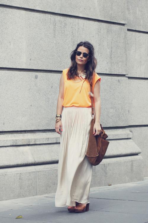 Hochzeit - orange maxi skirt top fashion blog - Global Streetsnap