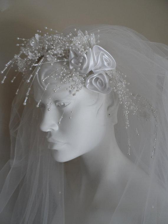 Mariage - 40% OFF SALE Vintage  Bridal Veil * White Tulle . Satin Flowers & Beaded Headband . Tiny Faux Pearls On Veil .  Wedding . Excellent Vintage