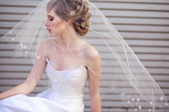زفاف - Wedding Veil with Scattered Vintage Flowers a Modern Wedding Hair Accessory, Wedding Veil, Wedding Headpiece, Beaded Wedding Veil