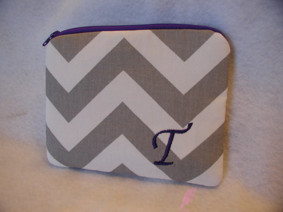 Свадьба - Personalized Bridesmaid Gift - Monogrammed Zippered Pouch - Makeup Bag - Clutch  - Wallet - Chevron - Design Your Own