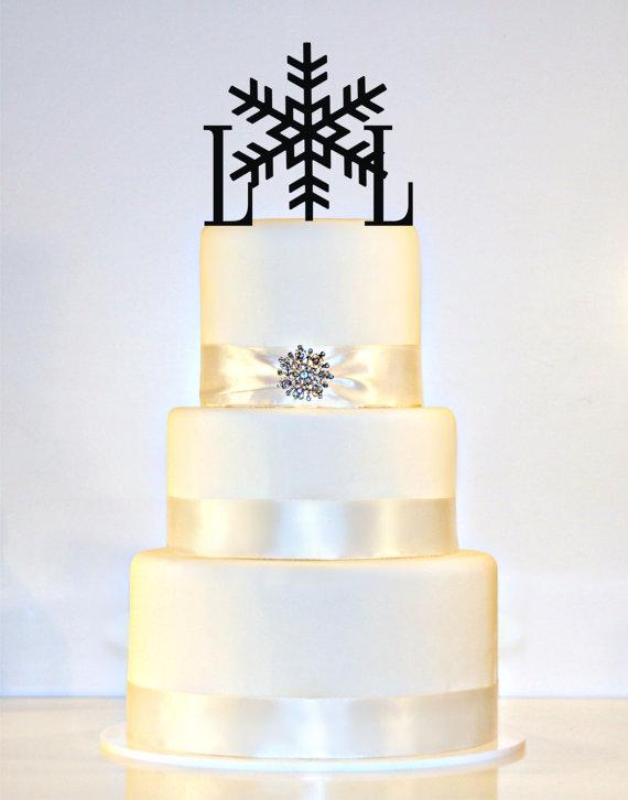 Hochzeit - Winter Wedding Snowflake Monogram Wedding Cake Topper in Any Letters A B C D E F G H I J K L M N O P Q R S T U V W X Y Z