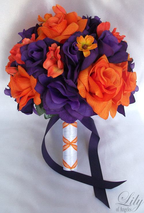 "Свадьба - 17 Piece Package Wedding Bridal Bride Maid Of Honor Bridesmaid Bouquet Boutonniere Corsage Silk Flower ORANGE PURPLE ""Lily Of Angeles""ORPU01"