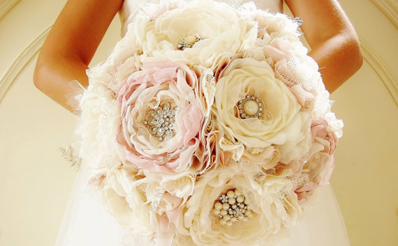 زفاف - Fabric Brooch Bouquet, Bridal Bouquet, Fabric Flower Bouquet, Handmade Bridal Bouquet, Vintage Wedding, Light Pink/Blush and Off White/Ivory