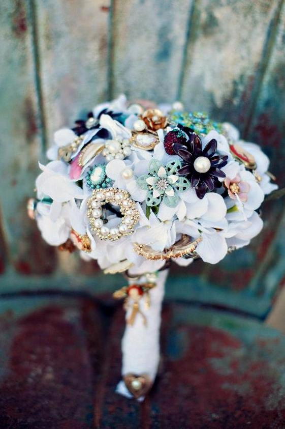 Mariage - Brooch Bouquet Vintage Lace jewelry pearl wedding bouquet with FREE TOSS/BRIDESMAID bouquet