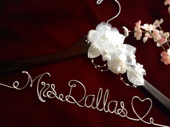 Свадьба - Personalized wedding hanger, Bride hanger, wedding dress hanger, heart wedding hanger