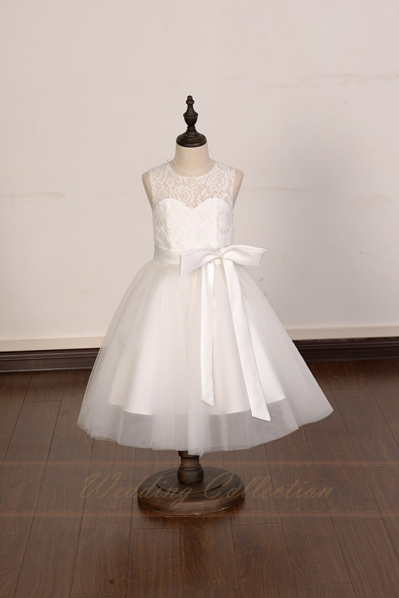 Boda - Ivory Lace Tulle Flower Girl Dress With Elegant Sash and Bow