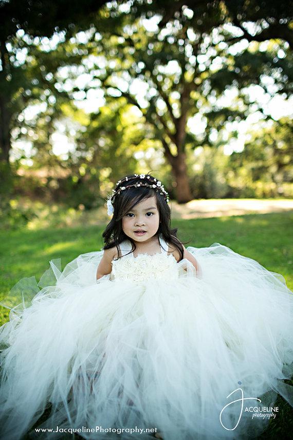 Mariage - Ivory Flower Girl Dress Shabby Chic Flowers Dress Tulle Dress Wedding Dress Birthday Dress Toddler Tutu Dress 1t 2t 3t 4t 5t Morden Wedding