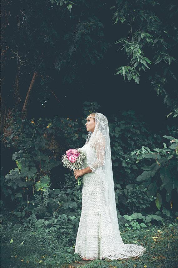 Mariage - Bridal Veil - Simple Cascading Chantilly Lace Wedding Veil - Mantilla Veil - Long Lace Veil - Marrakesh
