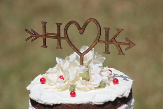 Mariage - Rustic Initials Arrow Cake Topper - Decoration - Beach wedding - Bridal Shower - Bride and Groom - Rustic Country Chic Wedding