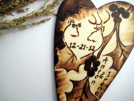 Mariage - DEER Wedding cake topper -Buck Doe with oak tree leaves and berries -Personalized rustic wood heart