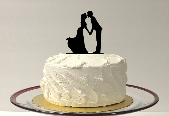 Mariage - Kissing Silhouette Wedding Cake Topper Cake Topper Princess Style Dress Ball Gown Bride and Groom Wedding Cake Topper Bride Vintage Style