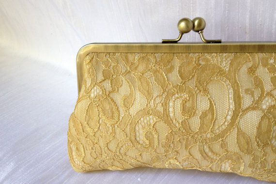 Свадьба - Chantilly Lace Kisslock-- Gold Lace Bridal Clutch