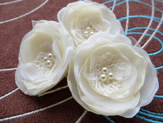 Mariage - Ivory, cream wedding bridal flower hair clips (set of 3), bridal hair accessories, bridal floral headpiece, wedding hair accessory