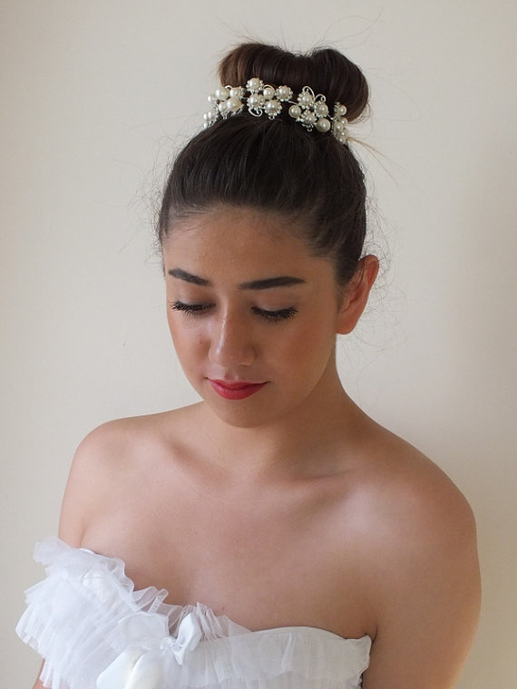 Mariage - Wedding pearl Crystal Crown, Twisted Wire Tiara, Bridal pearl Head Piece, Hand Wired Wedding pearl Tiara, Pearl Crystal Bridal Crown