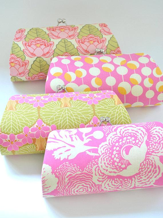 Hochzeit - A SET of 4 Bridesmaids Clutch -  Create a Custom Bridesmaid Clutches in your choice of fabrics