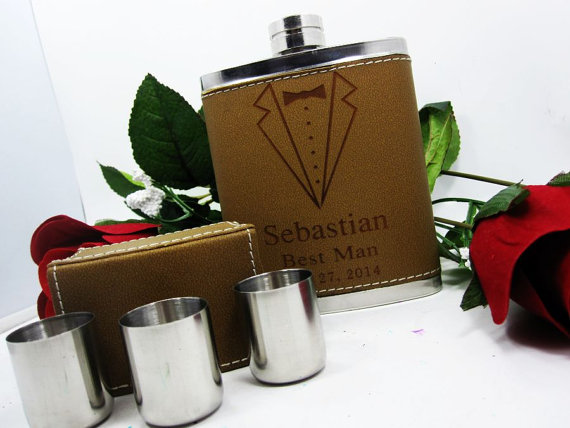 Свадьба - 1 Groomsmen Flask Set with 3 Shot Glasses, Tuxedo Design Engraved Flasks - EXPRESS PROCESSING INCLUDED