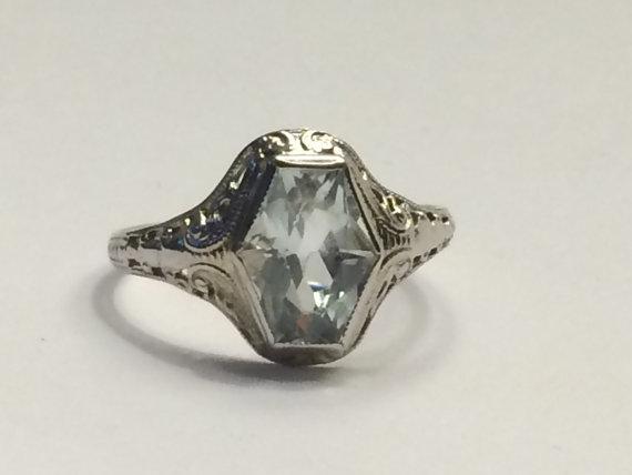 Свадьба - Vintage Aquamarine Ring in Filigree 10k White Gold Setting. 1.5+ Carat Aquamarine. Ostby & Barton. March Birthstone. 19th Anniversary Stone