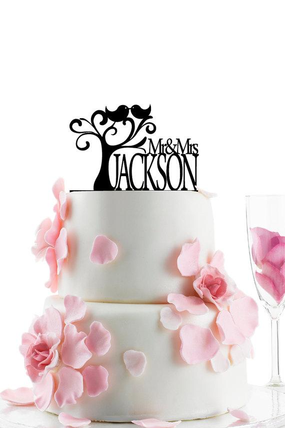 Свадьба - Custom Wedding Cake Topper - Personalized Monogram Cake Topper - Mr and Mrs -  Cake Decor -  Bride and Groom - Love Birds