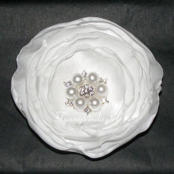 Свадьба - White Satin Singed Flower Hair Clip Pearl Rhinestone Metal Button Center Bobby Pin or Brooch Bridal Wedding Burnt Edge