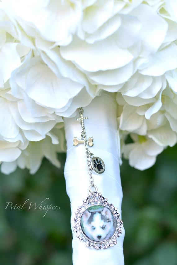 Hochzeit - Bouquet Pet Photo Charm - Pet Photo Charm - Bridal Keepsake - Bridal Gift - Bouquet Charm - Pet Picture Pendant - Bridal Memory Charm -