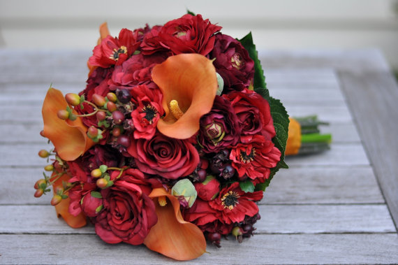 Свадьба - Vibrant Fall Wedding Bouquet, Keepsake Bouquet, Bridal Bouquet, made with Silk Orange Calla Lily, Red Rose, Ranunculus and Berries.