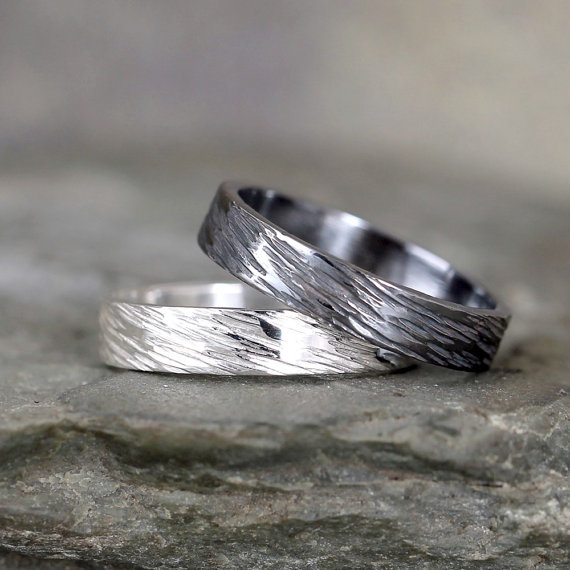 Mariage - 4mm Hammered Bark Texture Wedding Band – Sterling Silver – Commitment Rings – Wedding Bands – Unisex Design – Rustic – Tree Branch Finish