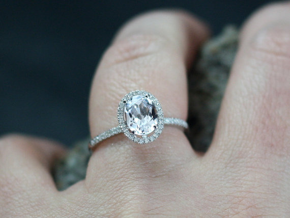 white sapphire engagement ring ovale oval