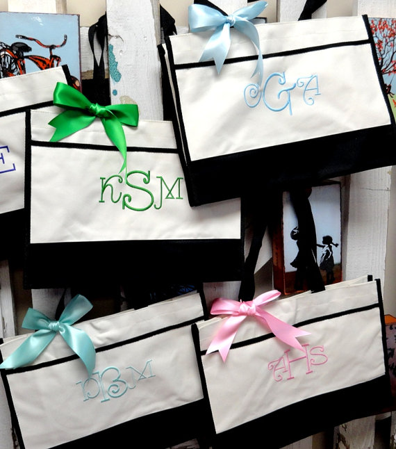 Свадьба - Personalized Bridesmaid Gift Color Block Totes Set of 15