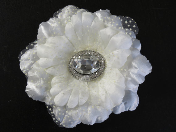 Свадьба - SALE Ivory Bridal Flower Hair Clip- Wedding Accessory - Crystals-Bridal Fascinator-Bridal Accessory