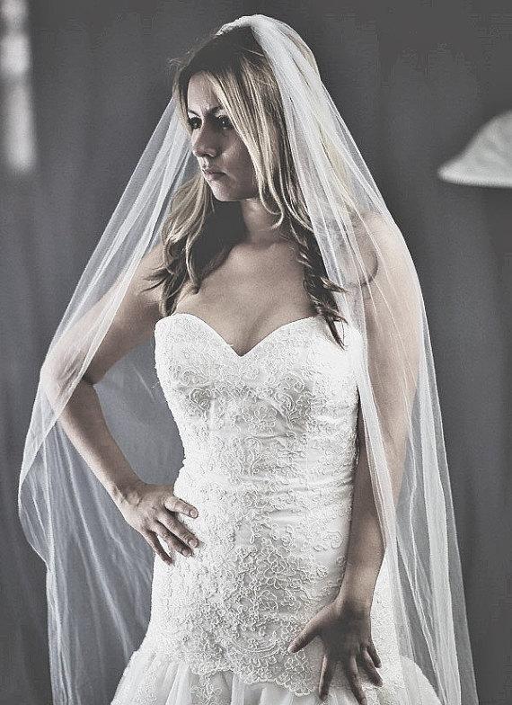 Mariage - Beautiful high quality bridal veil. custom made length, soft tulle
