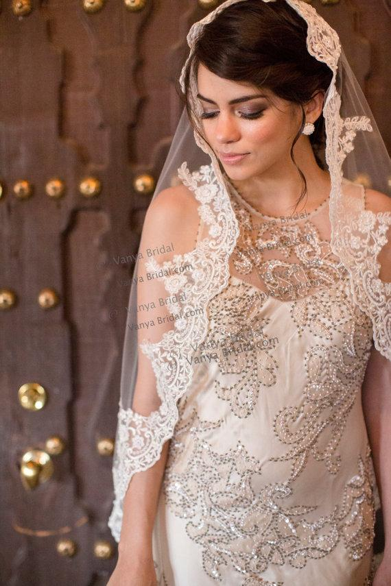 Wedding - SALE Discounted Lace veil Mantilla in Spanish classic style, Lace veil with beaded lace edge design, Wedding alencon veil Catholic wedding