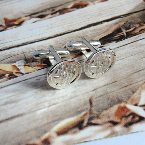 Mariage - Groom Wedding Gift,Silver Men CuffLinks,Engraved Monogram CuffLinks,Gift for Fathers Day,Elegant Monogrammed Cufflinks