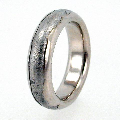 Mariage - Meteorite Ring inlaid in Wavy Platinum / Solid Meteor Wedding Band inlaid Platinum Ring / (single ring)
