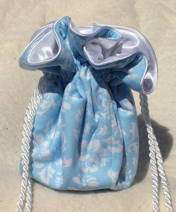 Mariage - Light Blue Damask Jewelry Pouch, Jewelry Travel Organizer Pouch: perfect for bridesmaids