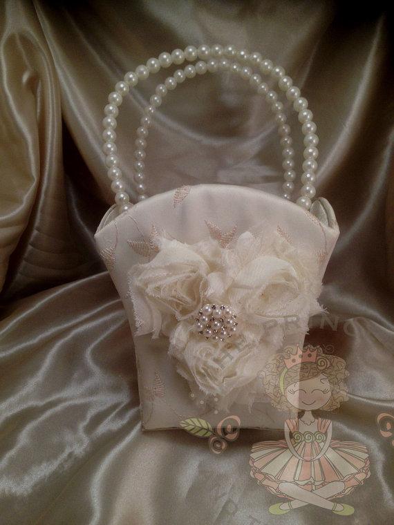 Mariage - flower girl basket, ivory flower girl basket, white flower girl basket, flower girl assessories, flower girl bag, flower girl basket ivory