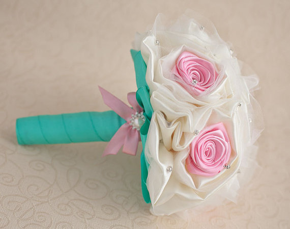 Свадьба - Brooch bouquet, Bridesmaids brooch bouquets in Ivory, Pink and Mint. Made to order