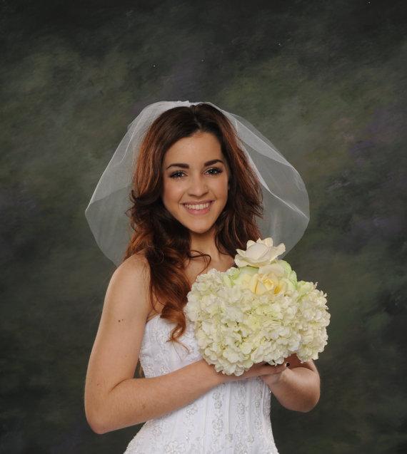 Mariage - Light Ivory Bridal Veil 1 Layer Shoulder Length 18 Inch Long Diamond White Wedding Veil Short Circular