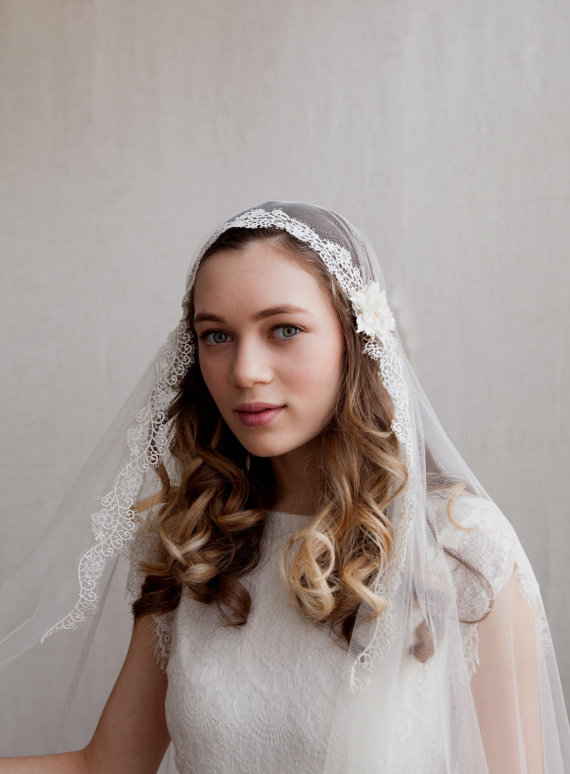 Mariage - Juliet cap veil -Ivory cathedral veil - Kate moss veil wedding veil with lace -1930s wedding veil - UK