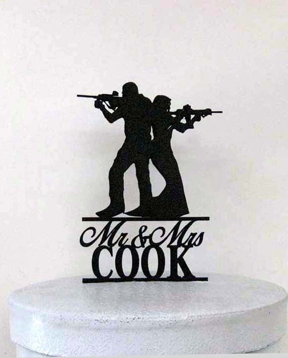 Mariage - Personalized Wedding Cake Topper - Rifle, Gun wedding with Mr & Mrs Last Name