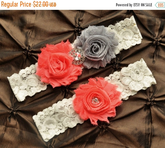 Свадьба - ON SALE Wedding Garter Set, Bridal Garter - Lace Wedding Garter, Keepsake Garter, Toss Garter, Shabby Gray Coral Garter, You Design / Pick C