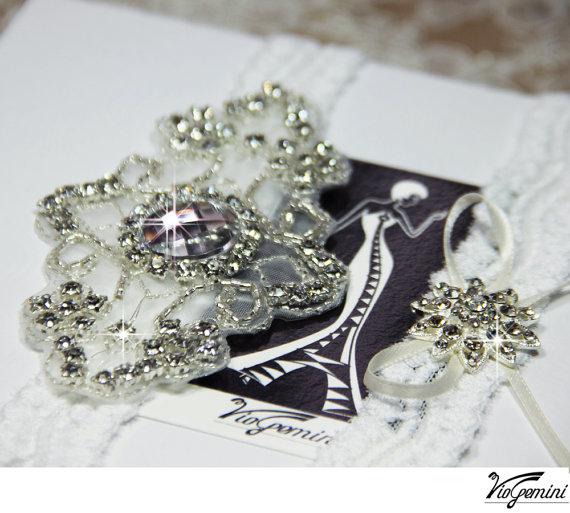 Свадьба - White Lace Garter Set, Wedding Garter Set, Bridal Garter Set, Rhinestone Garter, Lace Wedding Garter, Crystal applique