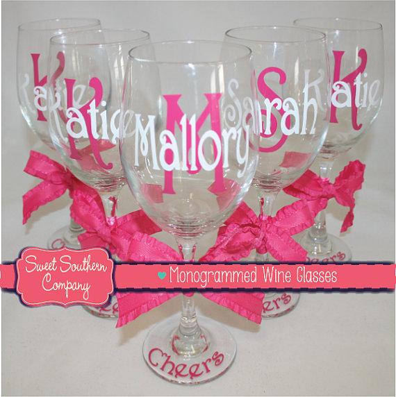 Mariage - 12 Monogrammed Bride and Bridesmaid Wine Glasses
