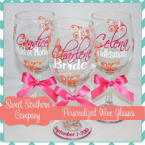 Mariage - 10 Monogrammed Bride and Bridesmaids Wine Glasses