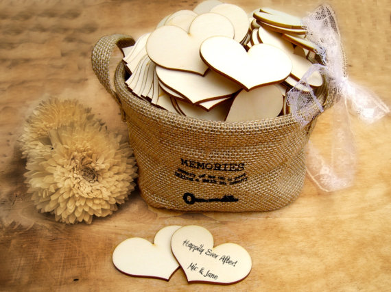 Свадьба - 6cm Wooden Heart Natural Wood Heart Gift Tag Wedding Decoration Bridal Shower Escort Card Place Card Pack of 30 / 50 / 80 / 100 / 120 / 150