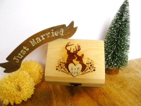 Свадьба - Rustic Buck and Doe Ring Bearer Box Antler rack horns Rustic Wedding Woodland Deer Wooden box Gift box Wedding decor gift idea