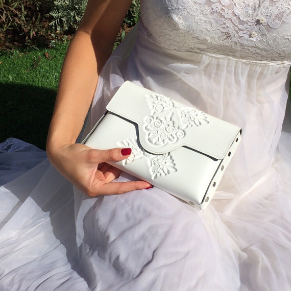 Mariage - Bridal clutch bag / white clutch purse / vegan and proud / clean white clutch / embossed white vinyl / tuckable chain strap / all handmade