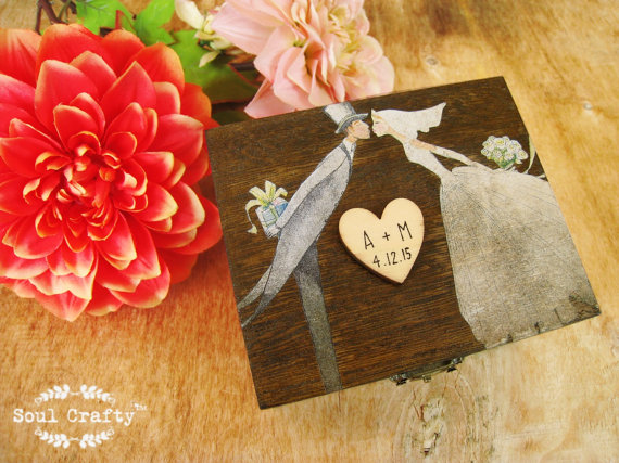 Hochzeit - Dark Wood Ring Bearer Box Rustic Wedding Woodland Wooden box Gift box Wedding decor gift idea